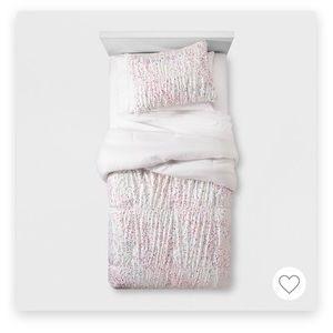Iridescent Comforter and 2 Shams full/Queen